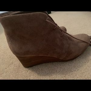 Tan boots with heel